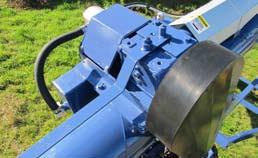 The reversible gearbox provides an easy clean out of the auger.